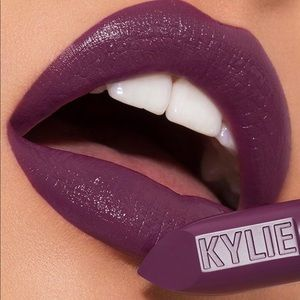 "Kylie Cosmetics Creme Lipstick in ""Puppy Love"".💄"